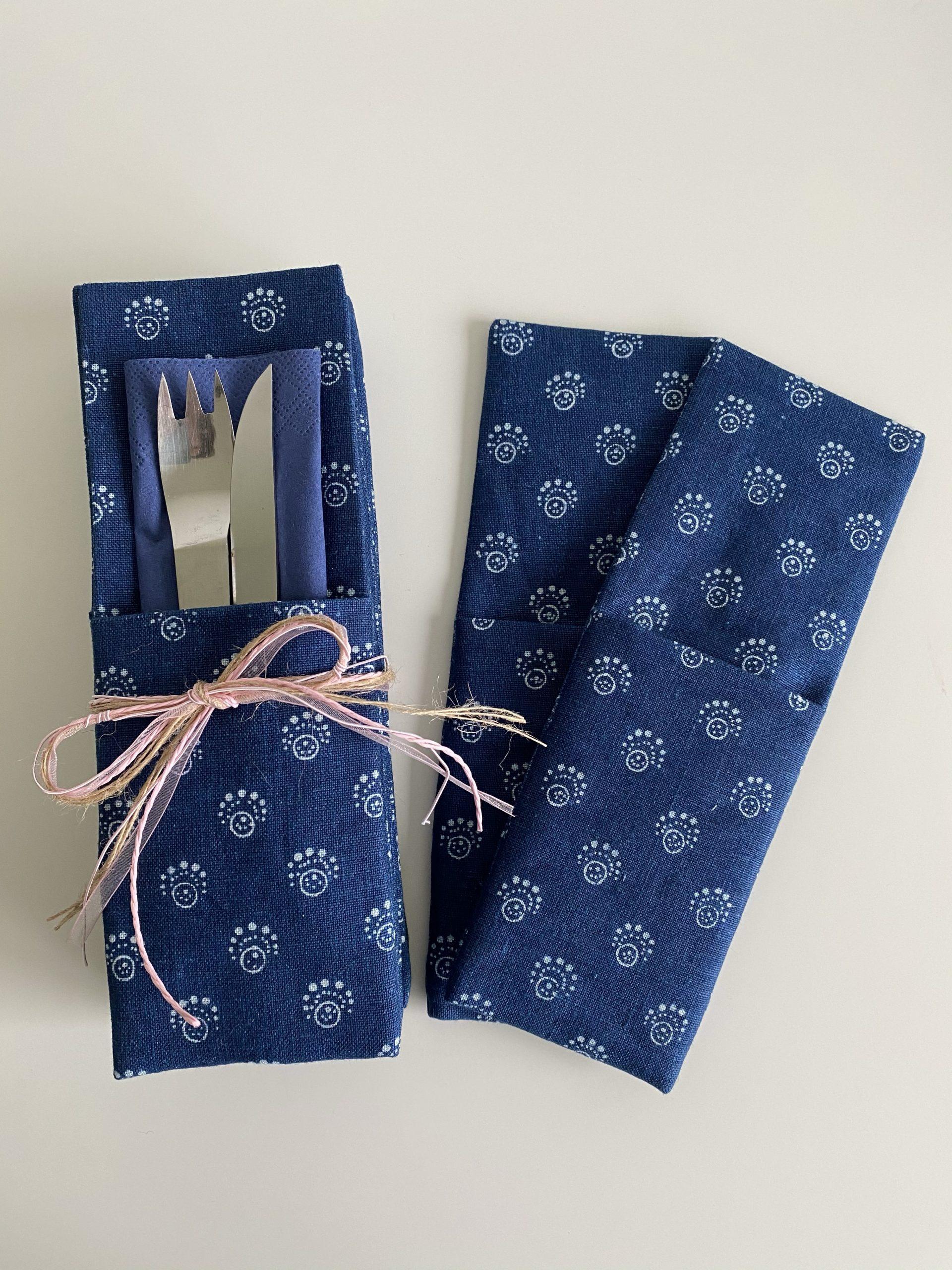 Selbstgenähte Bestecktaschen aus Leinen mit Hand-Blaudruck aus dem Mühlviertel
