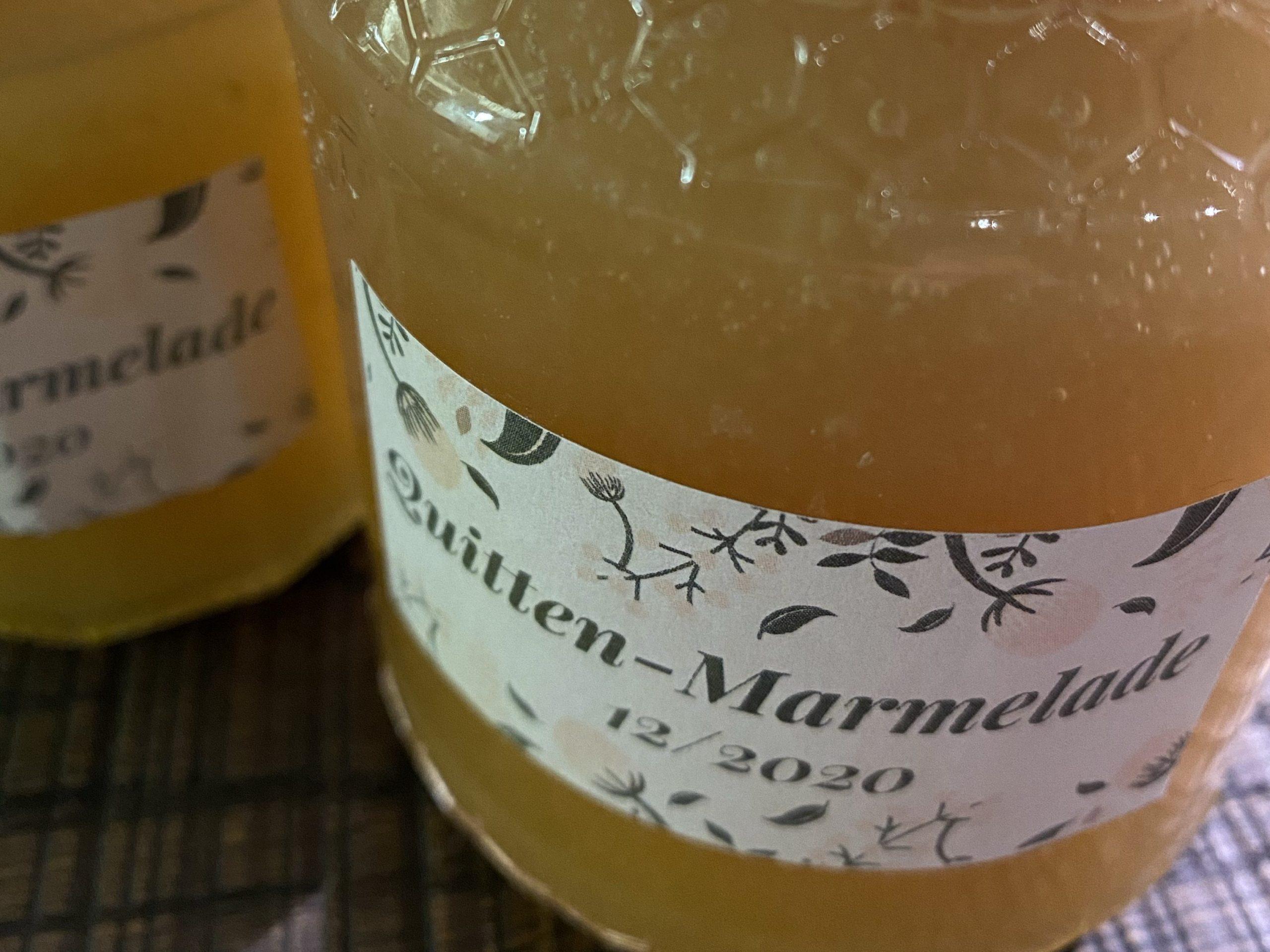 Gläser mit selbst gemachter Quitten-Marmelade.